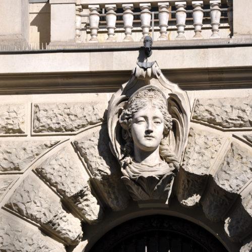 prunkvolle Steinmetzfassade